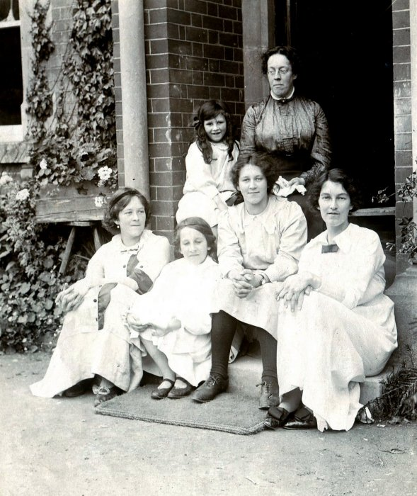 The Walker family at Wheatley House (pre 1912)