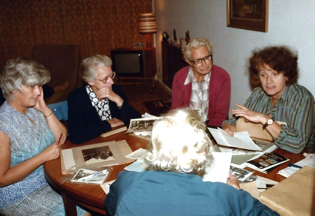 Olive Drake, 'Mac', Mrs Bayliss, Marian Darkin (back to camera), Margaret Rosenthal