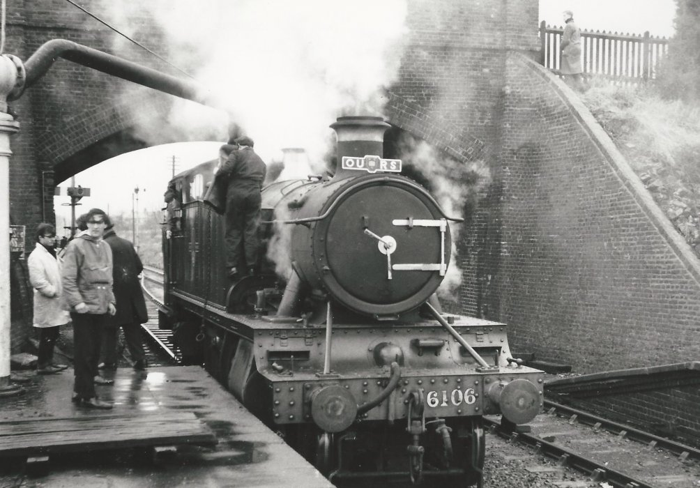 Locomotive 6106 at Thame Station (brick bridge - not stone) with Oxford University Railway Society - OURS