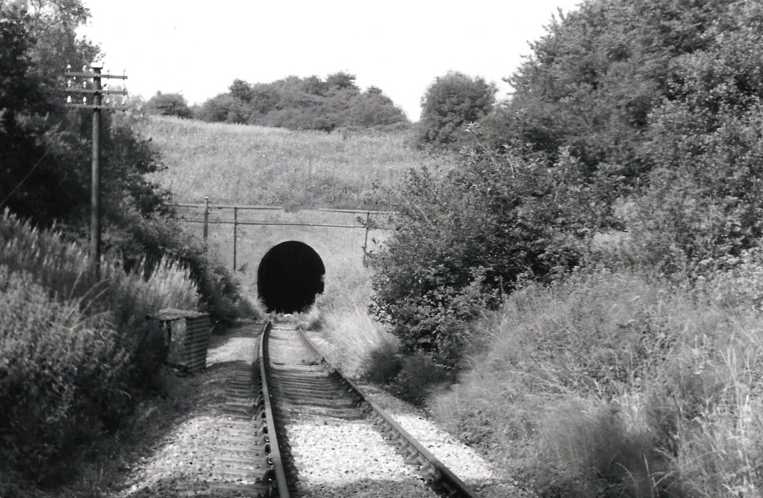 Horspath tunnel was dug out of the blue clay and required a brick lining