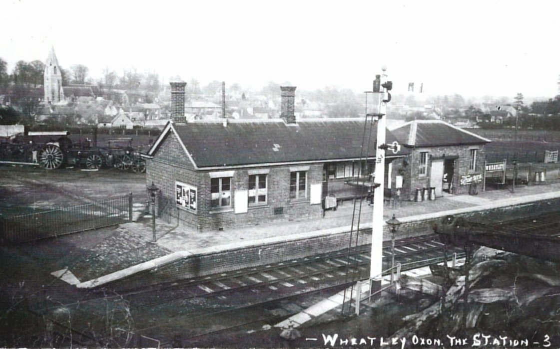 Station later extended as this 1927 photo shows. It also shows signals on the Oxford-bound platform.