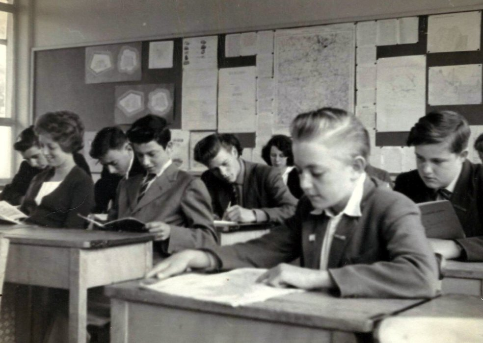 Photo of pupils of the Secondary Modern School