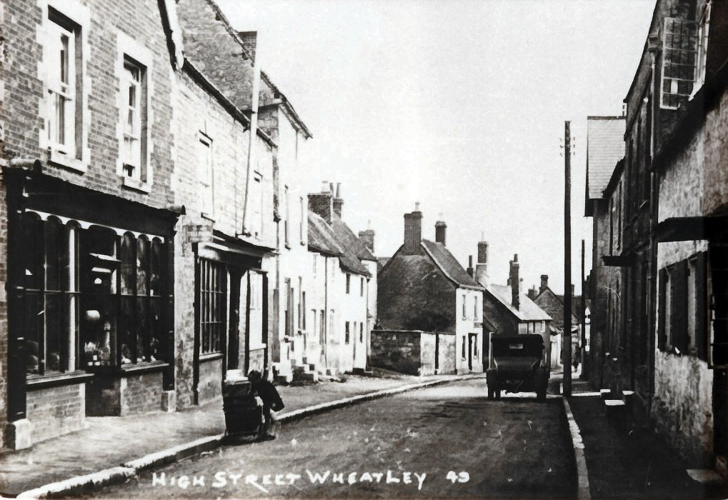 High Street c. 1930 showing Harris's double shop in the left foreground.