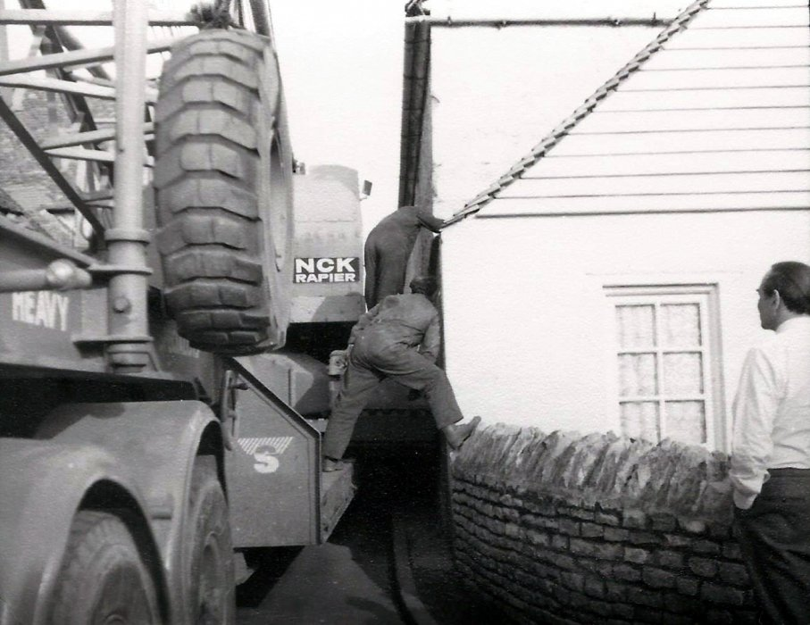 Lorry stuck in 1998