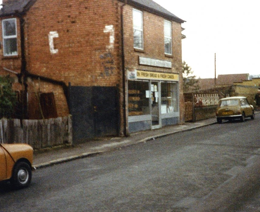 c.1980s, just before it closed as Dodds bakery shop