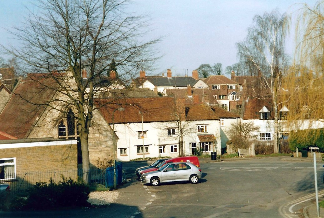 2004. URC and 113-115 High Street and College Farm, 117 High Street