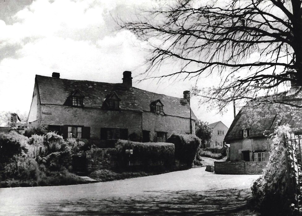 1960s. Cottages on Lowse Hill, now demolished