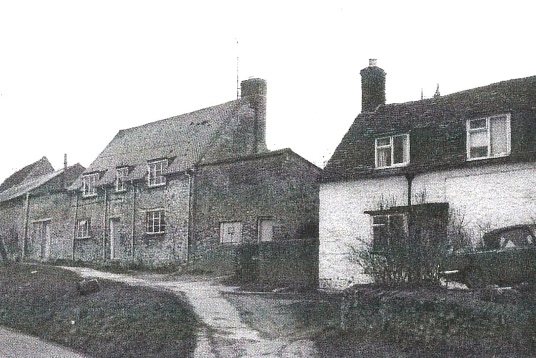 1976. From Ann Rhyme's study of Wheatley, 1550-1750. 8 Crown Road on the right, Mullberry Cottage, 14 Crown Road on the left