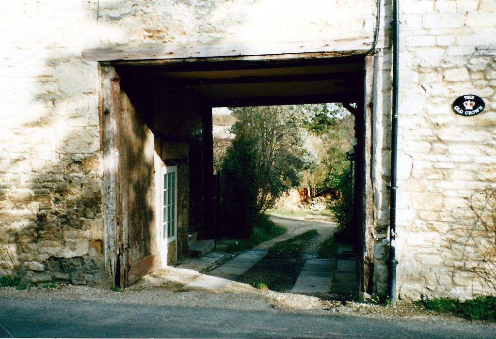 1989. View through the archway of the old Crown Inn