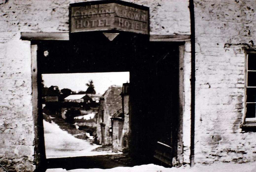 Date not known. Showing the Crown Hotel sign over the archway between the two buildings.