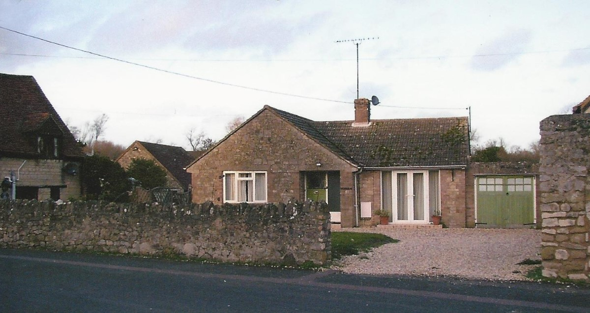The bungalow, 51 Crown Road, to the east of Crown Cottage, 49 Crown Road. Since re-developed as shown below.