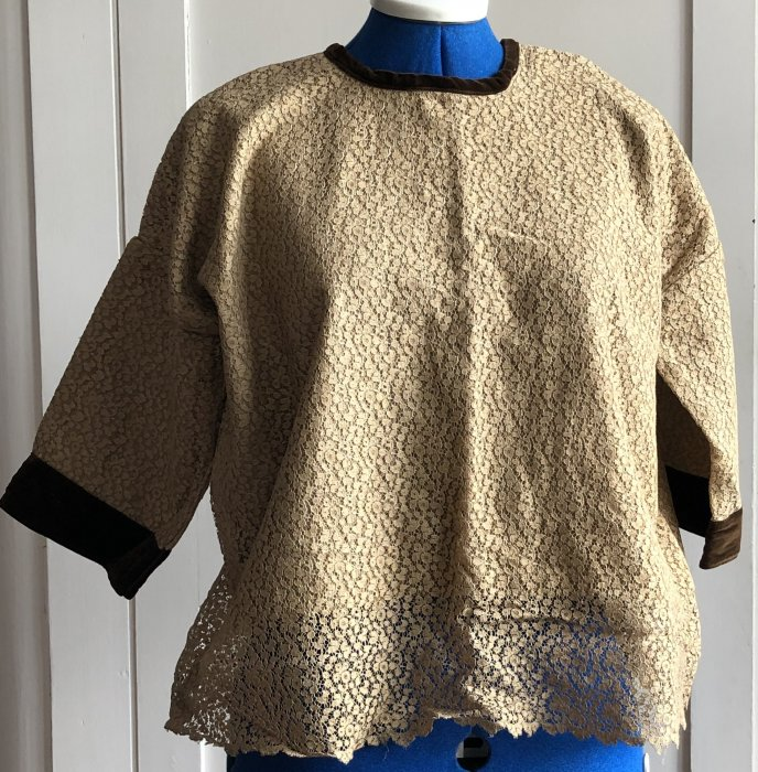 Gold lace blouse over glazed cotton (circa 1920?)