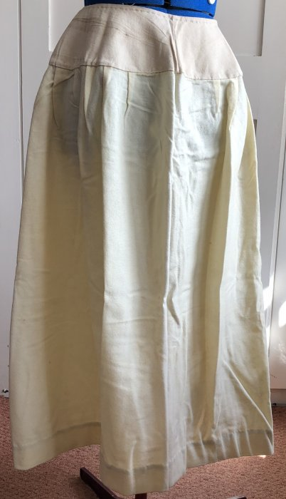 Cream flannel sports skirt (circa1920)