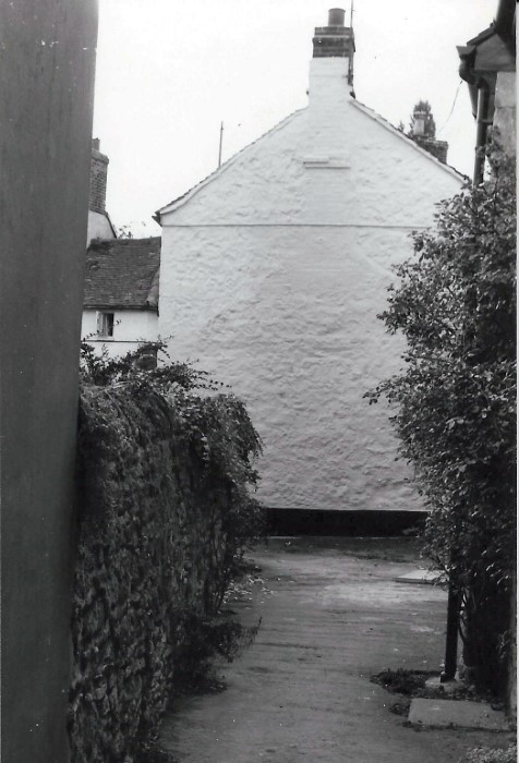 1970s. Bell Lane towards the gable end of Telcot