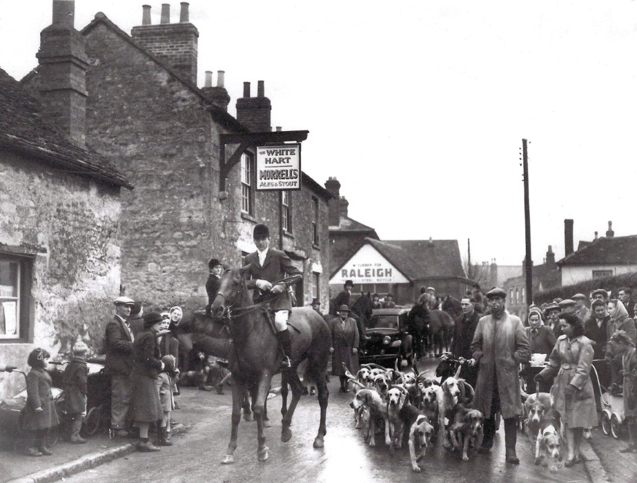 The hunt meeting in nthe 1940s