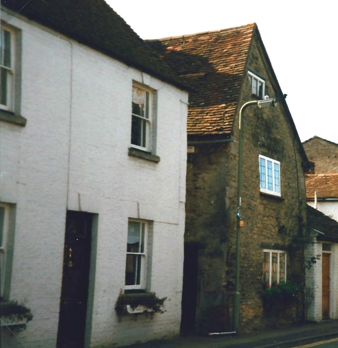 No 84 is the left-hand house, the other is No 82