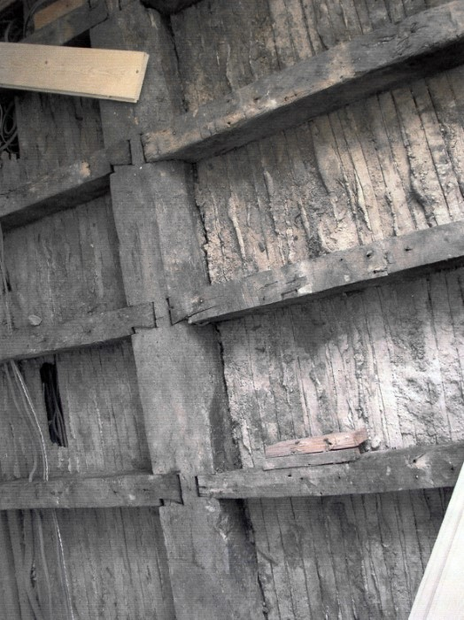 Barefaced half-lapped dovetailed joints which can be dated to between 1790 and 1800. Apparently the work of a shipwright, which was unusual for houses.