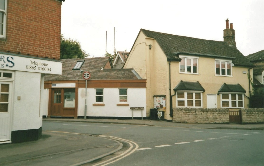 2006. The empty shop and behind it the scaffolding for the 2-storey extension to the back part of 48 High Street