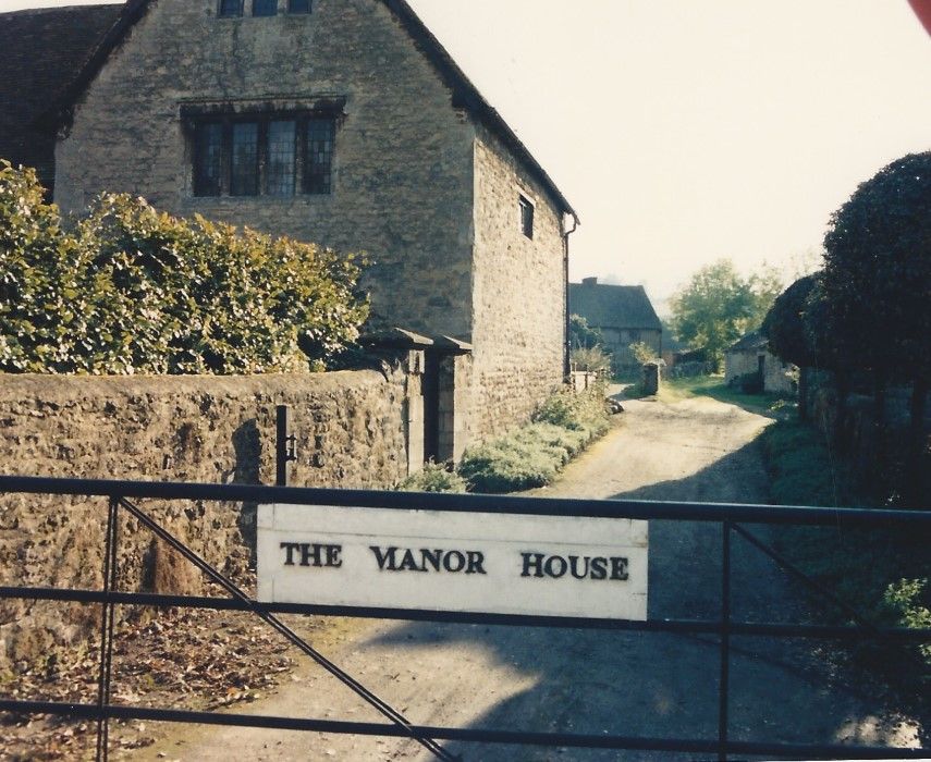 Side access of the Manor