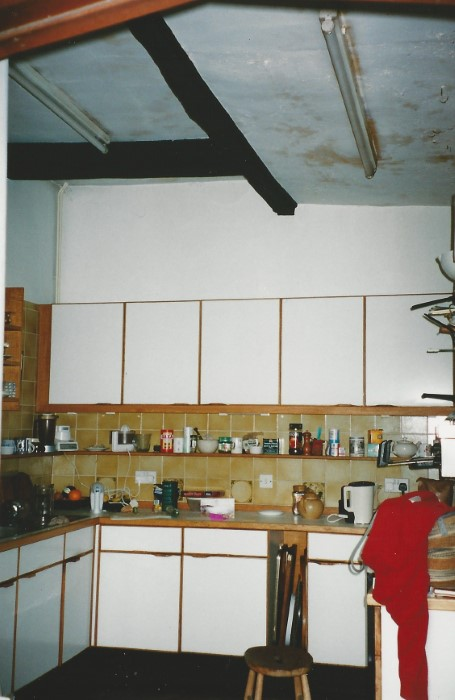 Kitchen in cross-passage area