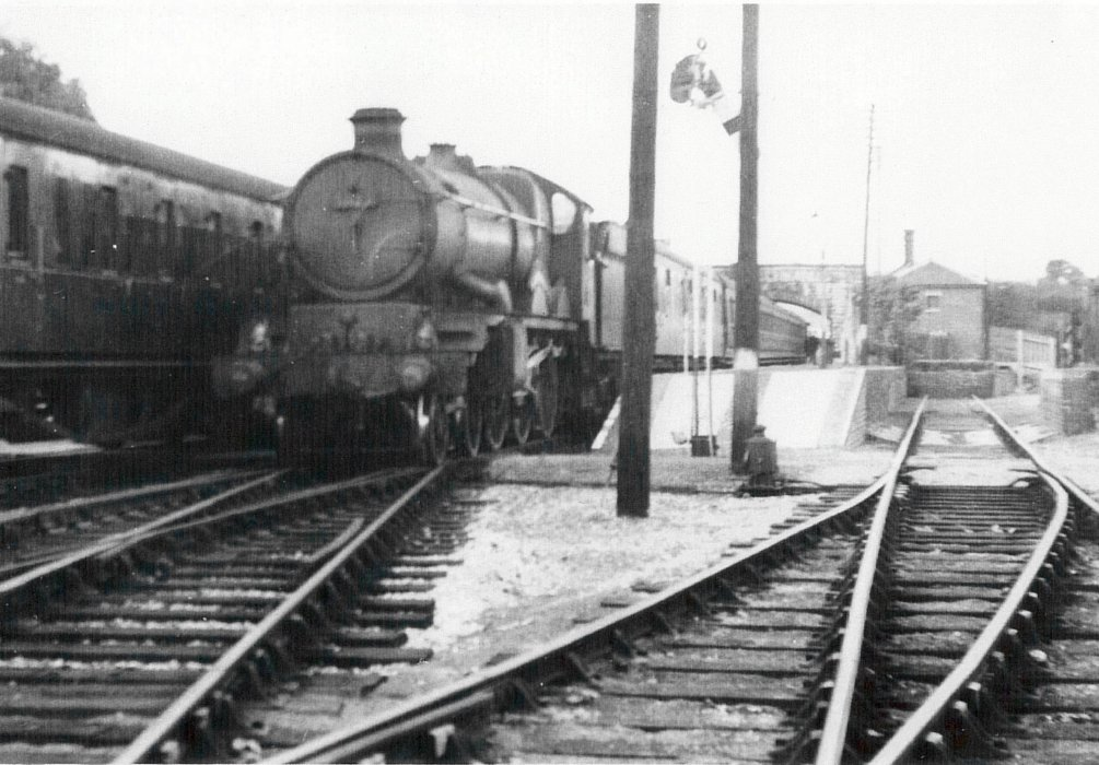 The end of 'up platform' with footpath to Farm Close taken in Aug 1950