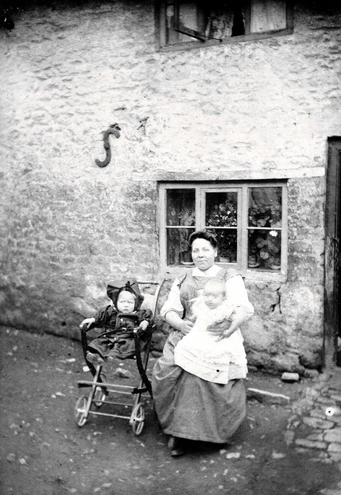 George & Anne Slaymaker with their mother in 1908
