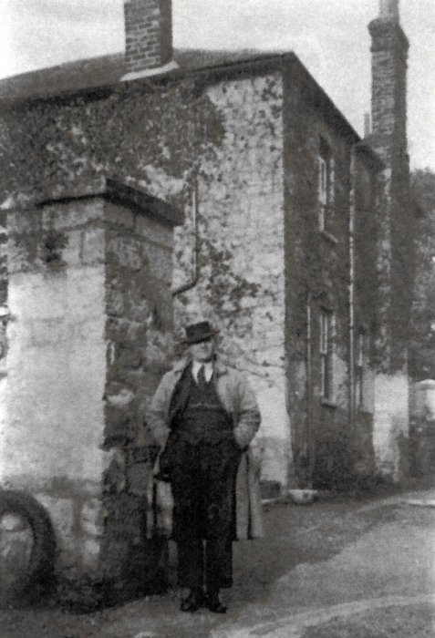 Colonel Benjamin Smith (m. Elizabeth Maria Wallen) outside The Mount, his family home from 1929 to 1952
