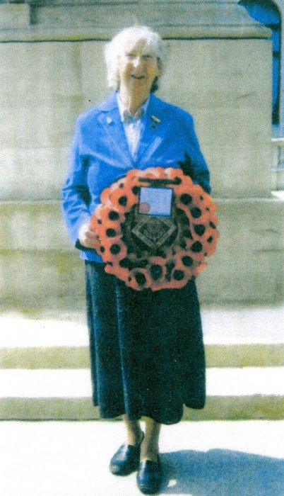 Sylvia Street laying a wreath at The Cenotaph in 2010