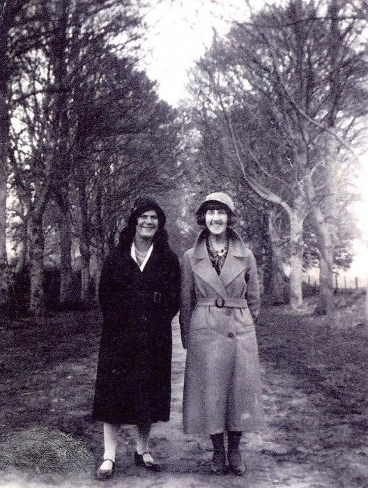 West Family at Shotover 1933 – Edie Clements and sister Phyllis West