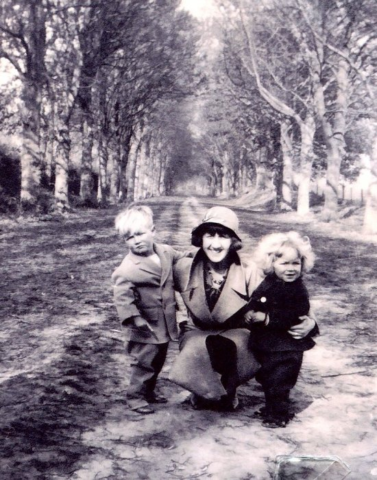 West Family at Shotover 1933 – Phyllis West with Vic & Roy