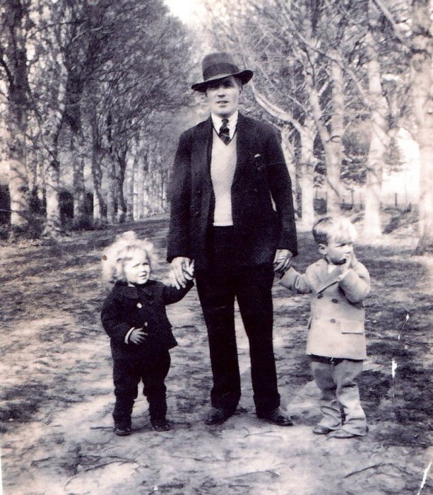 West Family at Shotover 1933 – Reginald West with Roy & Vic