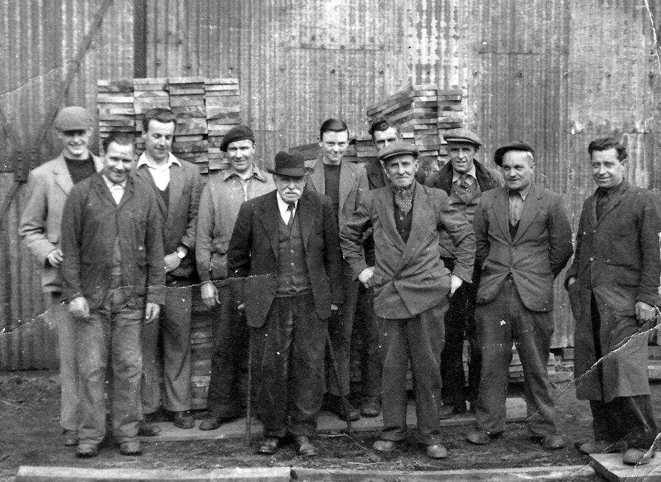 Date not known. Avery workers